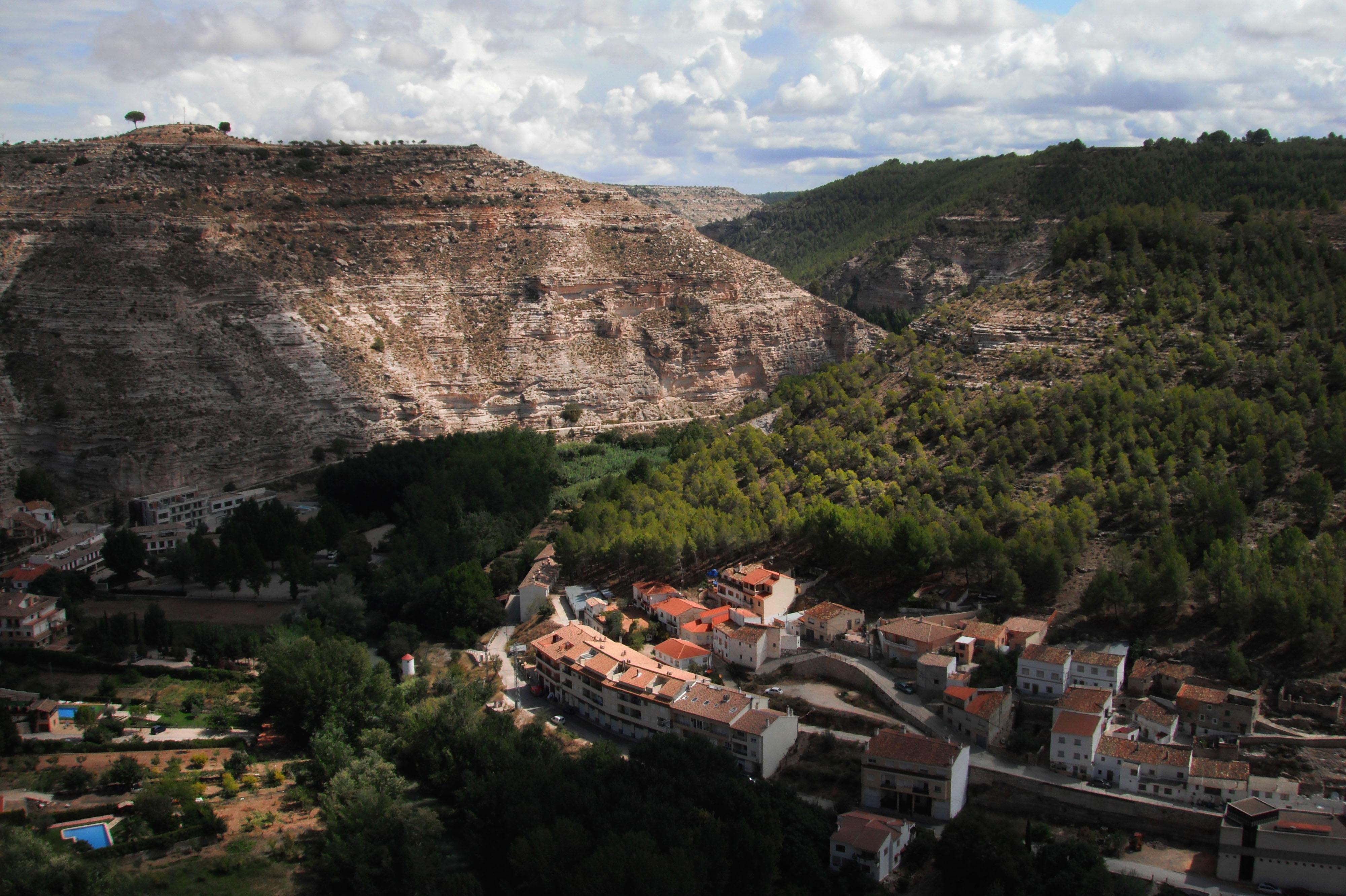 Alcalá del Júcar, un pueblo entre rocas…